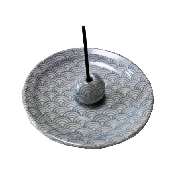 日本伝統の「和」柄「青海波」(せいがいは)